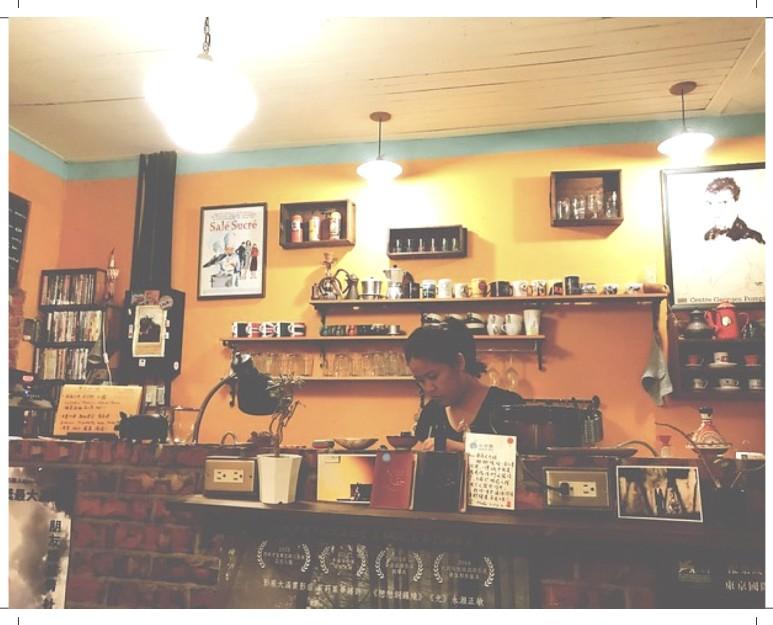 暖暖蛇咖啡 室內